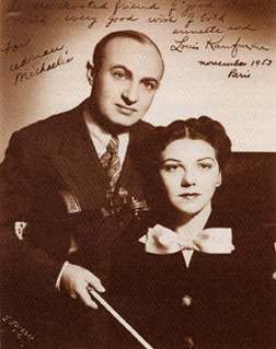 Louis et Annette Kaufman, photo de presse de uwpress.wisc.edu (http://uwpress.wisc.edu/books/2000/2232-pk-illus.htm) illustrant l'édition du livre A Fiddler's Tale - How Hollywood and Vivaldi Discovered Me, Louis Kaufman with Annette Kaufman, ISBN 978-0-299-18380-6