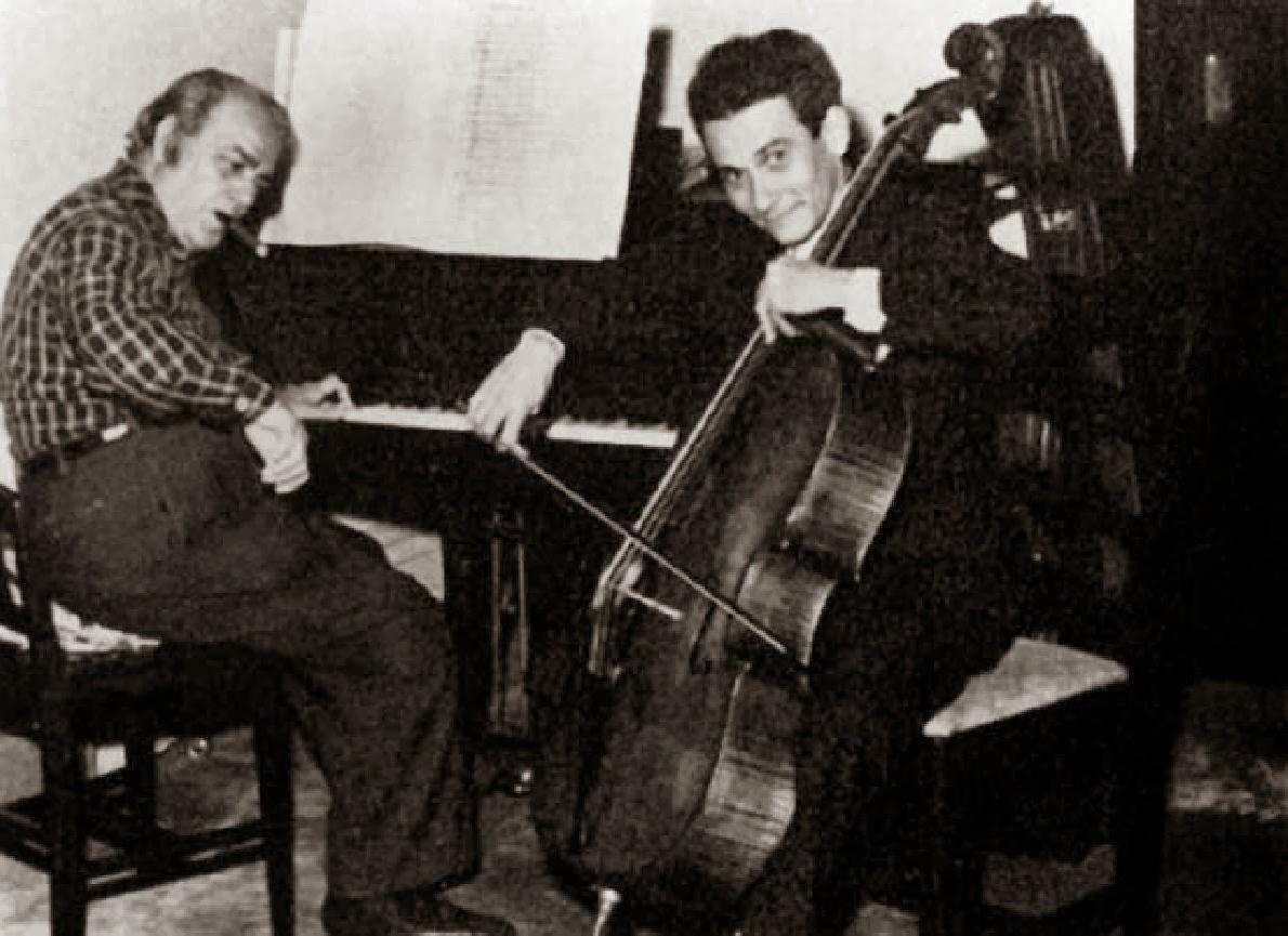 Hector VILLA LOBOS - au piano - avec le jeune Aldo PARISOT en 1950