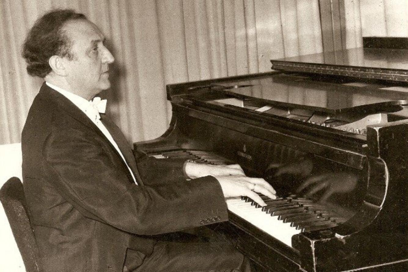 Frank PELLEG, photographe et date inconnus, en récital à Tel Aviv