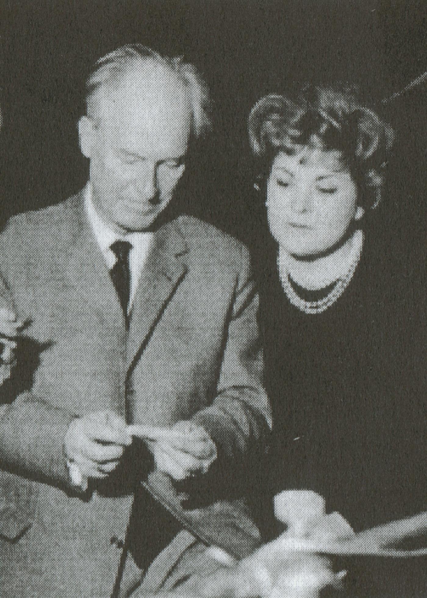 Karl RISTENPART et Teresa STICH-RANDALL en discussion lors d'un enregistrement de disques, Saarlouis-Fraulautern, 1964, , cliquer pour une vue agrandie