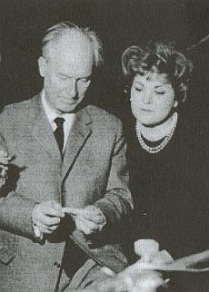 Karl RISTENPART et Teresa STICH-RANDALL en discussion lors d'un enregistrement de disques, Saarlouis-Fraulautern, 1964, cliquer pour une vue agrandie