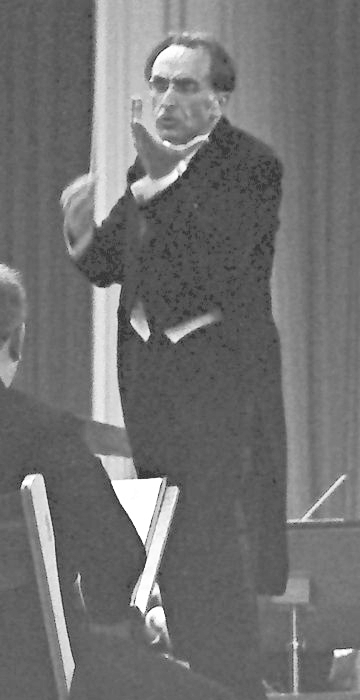 Hans ROSBAUD dirigeant une oeuvre de Debussy, Donaueschinger Musiktage, 18.10.1958, extrait d'une photo du Staatsarchiv Freiburg W 134, Sammlung Willy Pragher I: Filmnegative Baden-Württemberg, Archivischer Identifikator: 5-432424, cliquer pour voir l'original